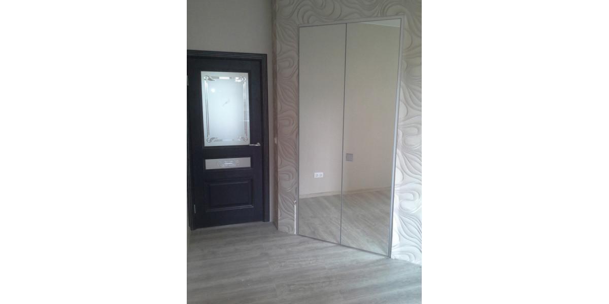 зеркальная дверь в шкаф
