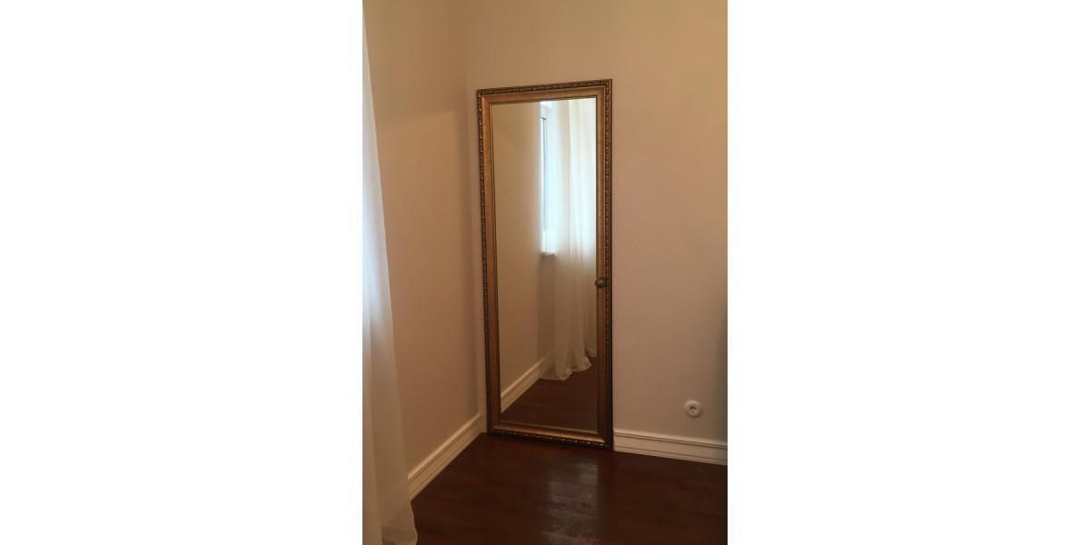 зеркальная дверь в багете